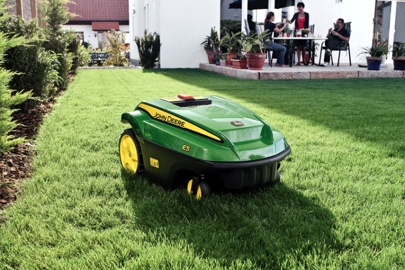 Robot Lawnmowers vs Fake Grass
